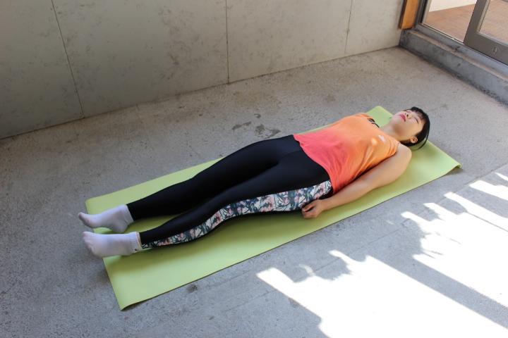 つらい腰痛なんとかしたい!寝たまま行う腰痛改善ストレッチ★